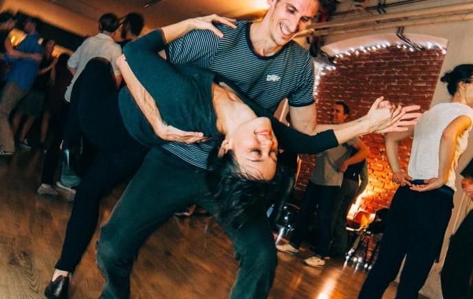 Lindy hop: intenzivni začetni tečaj